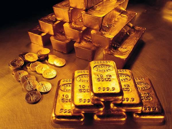 07.積み重ねた金の延べ棒やコインの美しい写真壁紙画像