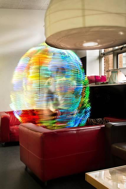 Wi-Fiの電波を鮮やかに可視化したサイバーアート - 02