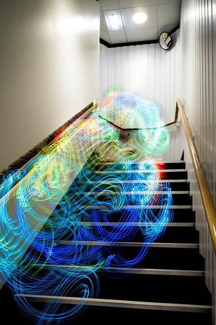 Wi-Fiの電波を鮮やかに可視化したサイバーアート - 06