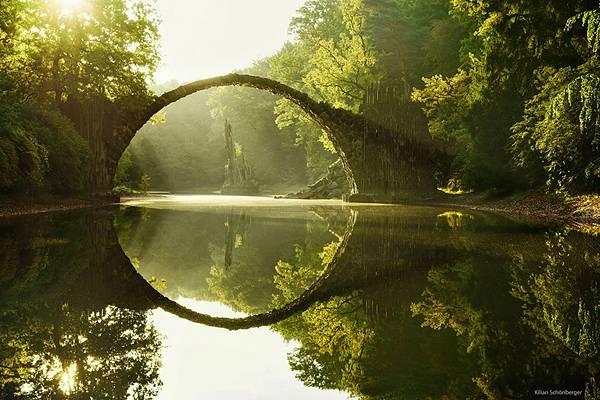 自然と完璧に調和した美しすぎる世界の橋 - 01