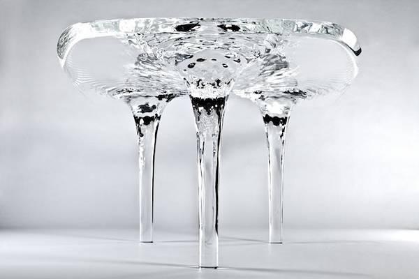 完璧な液体デザインの美しいガラステーブル - 01