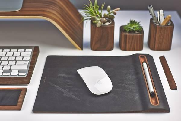 iMac環境を上品に飾る木製デスクアイテムコレクション - 02
