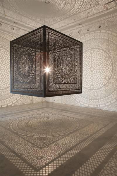 一瞬で部屋中を神聖なアート空間に!超細密なランプシェード - 02