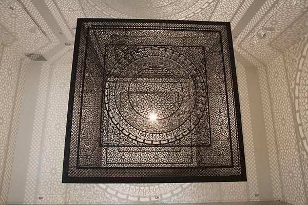 一瞬で部屋中を神聖なアート空間に!超細密なランプシェード - 03