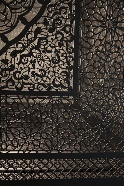 一瞬で部屋中を神聖なアート空間に!超細密なランプシェード - 04