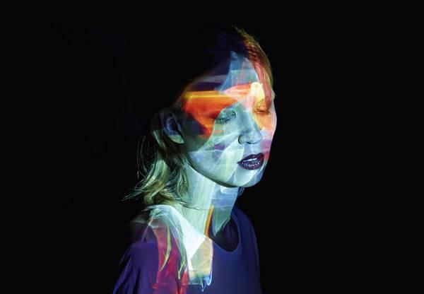 光を投影して作る美しいポートレート作品 - 01