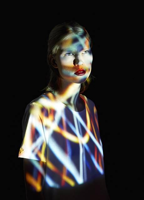 光を投影して作る美しいポートレート作品 - 03