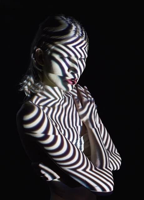 光を投影して作る美しいポートレート作品 - 05