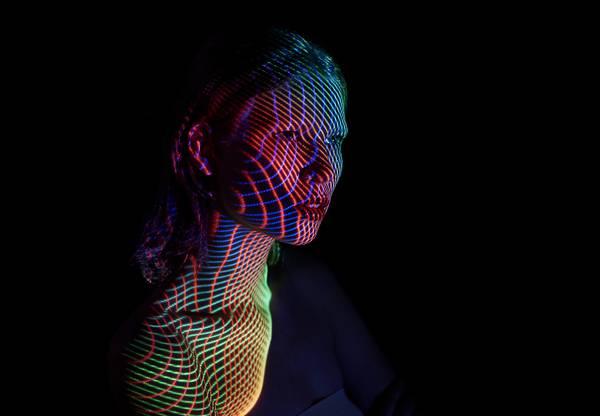 光を投影して作る美しいポートレート作品 - 06