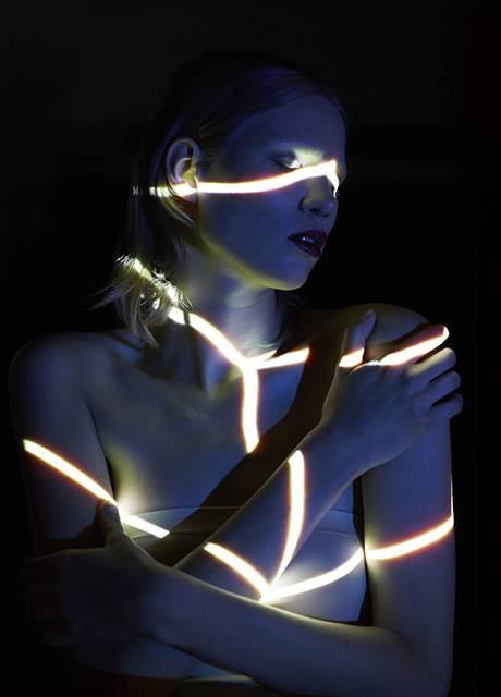 光を投影して作る美しいポートレート作品 - 08