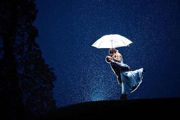 悪天候の中撮影された美しいウェディングフォト - 04