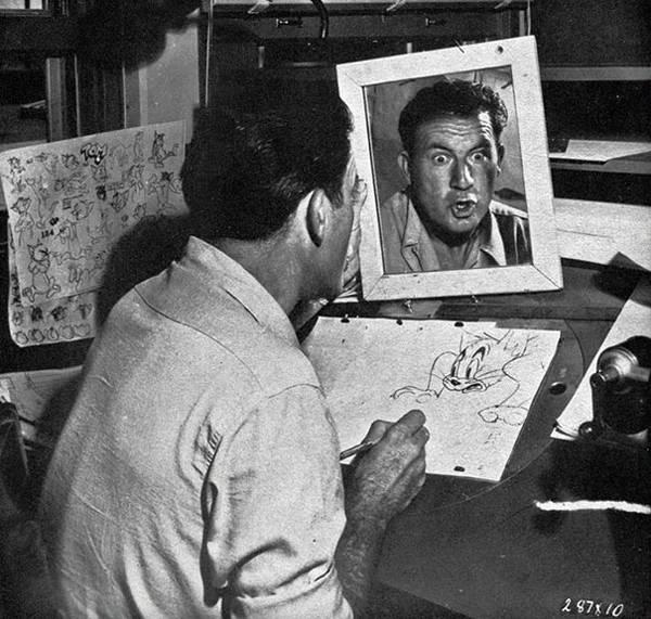 自分の顔を鏡で見ながら描くディズニーアニメーター達 - 05