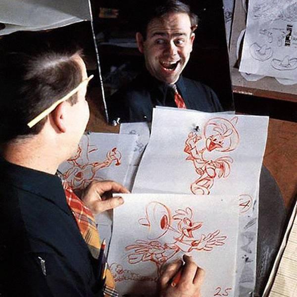 自分の顔を鏡で見ながら描くディズニーアニメーター達 - 08
