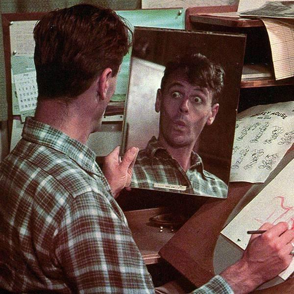 自分の顔を鏡で見ながら描くディズニーアニメーター達 - 09