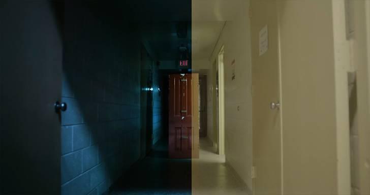 廊下に置いた扉が、左側では一気にホラーな印象に。
