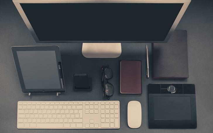 黒一色のクールなデスクトップ