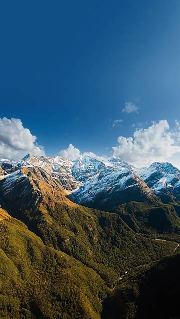 青空と雪山の綺麗な写真壁紙