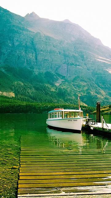 船着場と山の綺麗な写真壁紙
