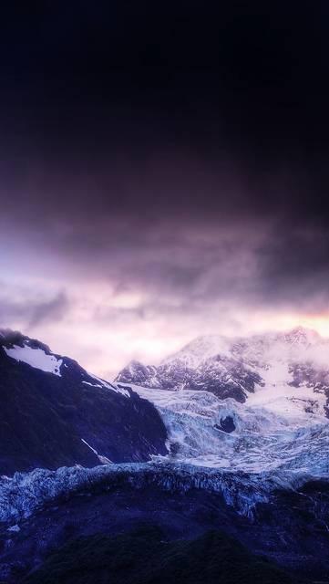 夜の雪山の美しい写真壁紙