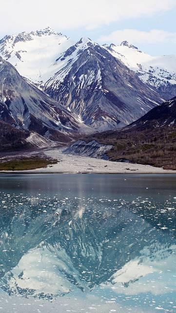 雪山と湖の美しい写真壁紙画像