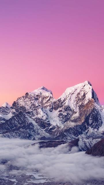 紫色の空と雪山の写真壁紙