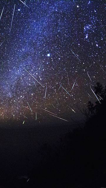 mb98-wallpaper-meteor-shower-sky-night