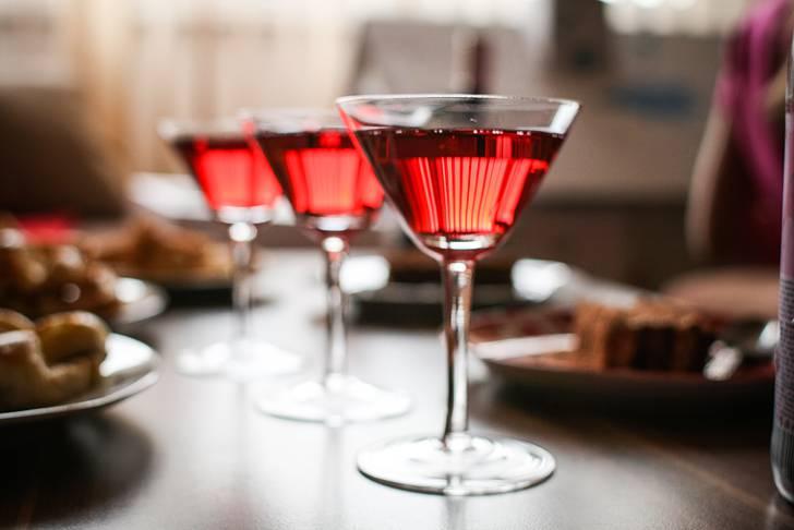 ワインベースの綺麗なカクテルのフリー写真素材