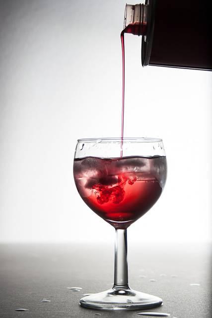 グラスに注がれるワインシロップ