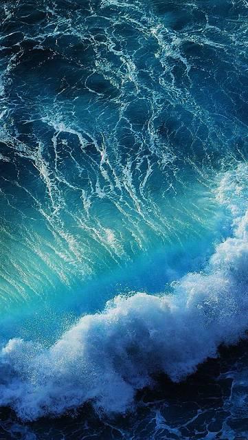 荒々しい波のかっこいい写真
