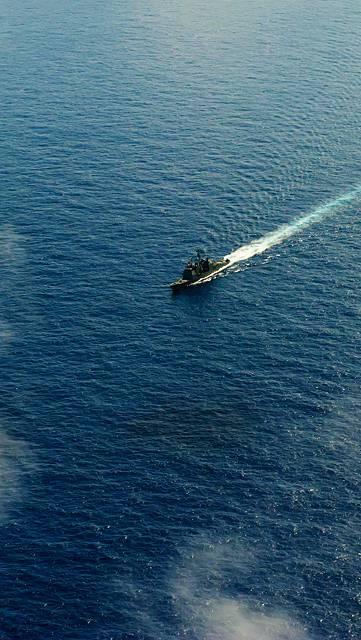 広大な海とボートの写真