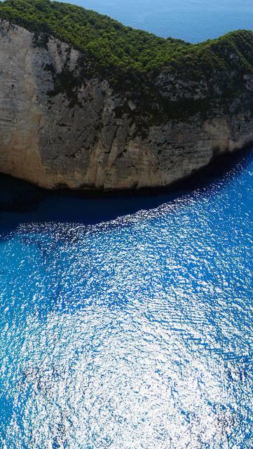 断崖絶壁の島と海の写真画像
