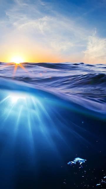 夕日と海中の美しい写真壁紙画像