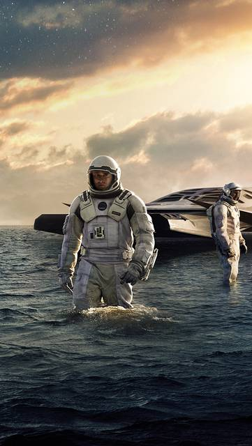 海に不時着した宇宙船と宇宙飛行士