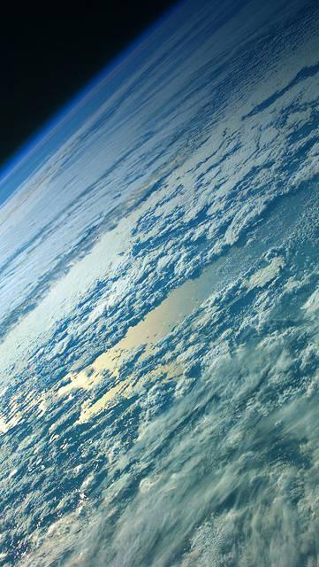 地球を覆う分厚い雲