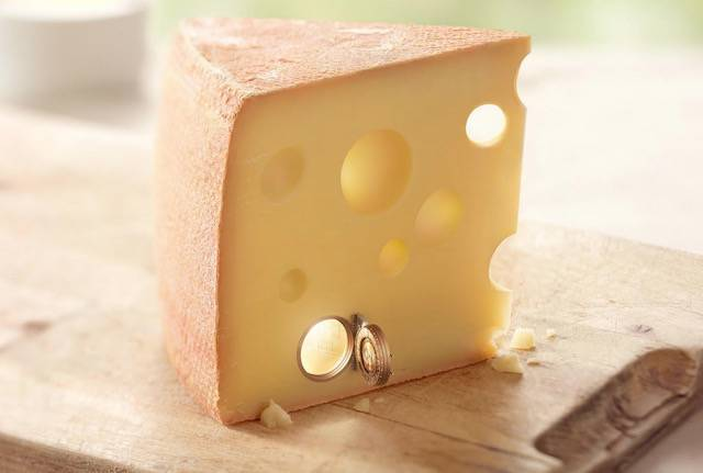 チーズが厳重な金庫室に。