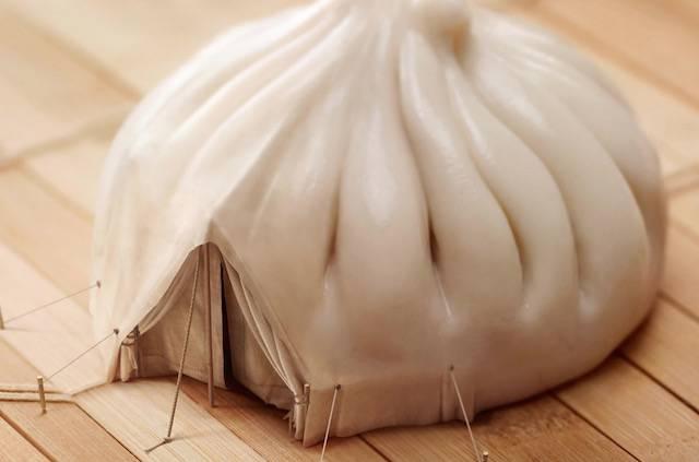 肉まんのテント。