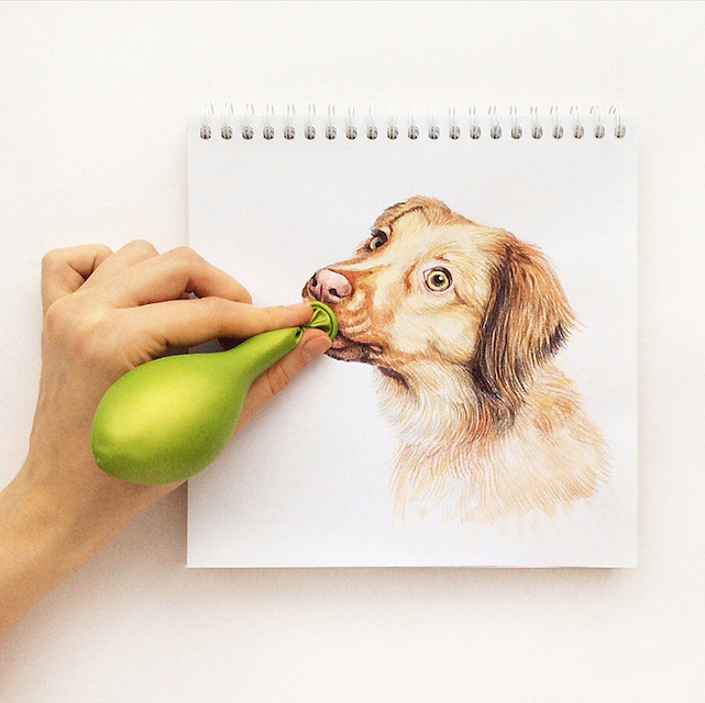 スケッチブックの中の犬と遊ぶイラストレーター - 04