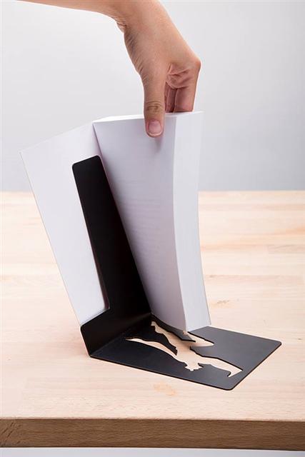 ブックエンドは本の中にはさむ
