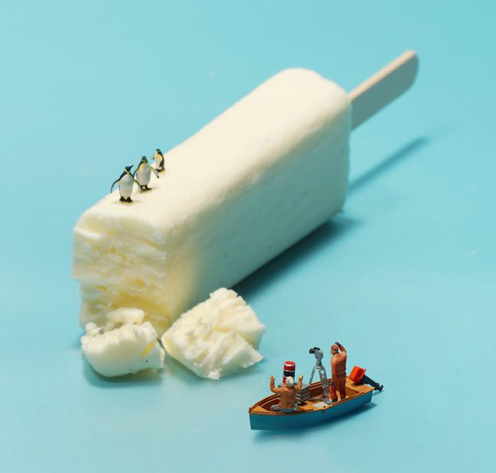 アイスクリームは、ペンギンのいる氷山に!