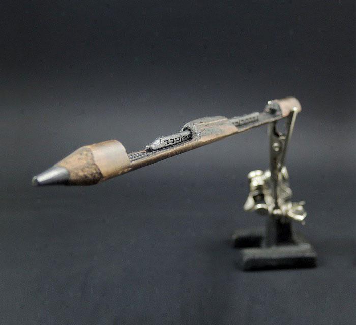 鉛筆の芯で作る超極小の彫刻作品シリーズ - 01