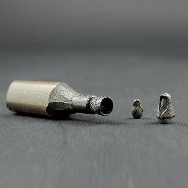 鉛筆の芯で作る超極小の彫刻作品シリーズ - 07