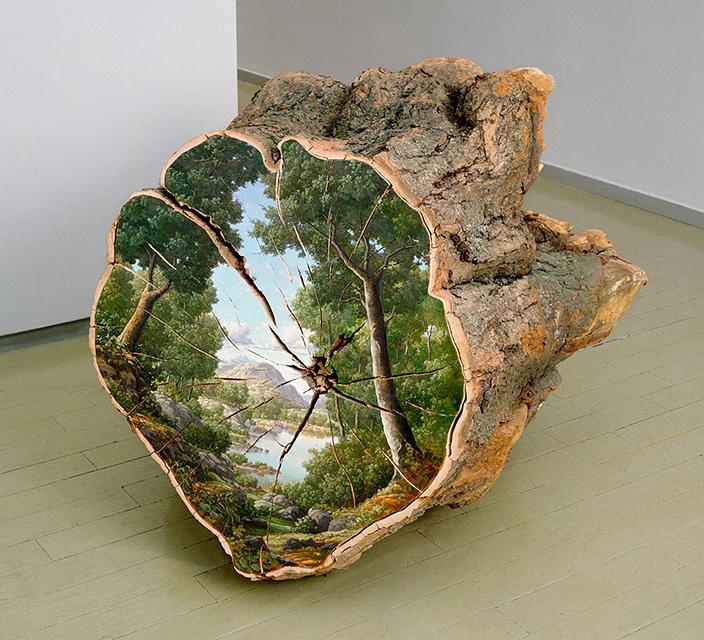 切り株に自然の風景を描いた美しいアート作品 - 01